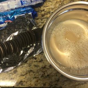 galletas y leche saborizada con vainilla