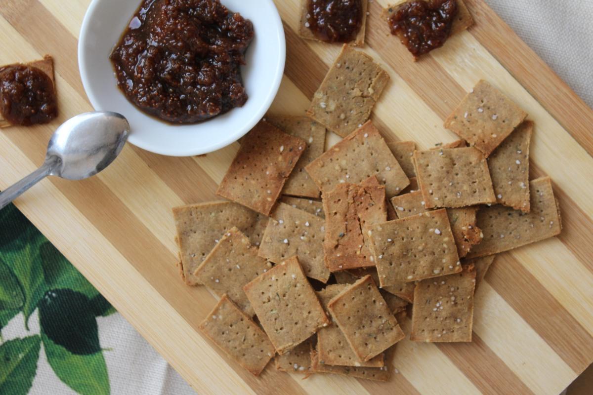 Crackers saladas de harina de quinoa y hierbas